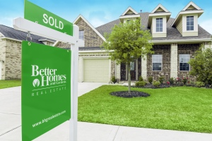 close_up_of_sold_sign_and_house